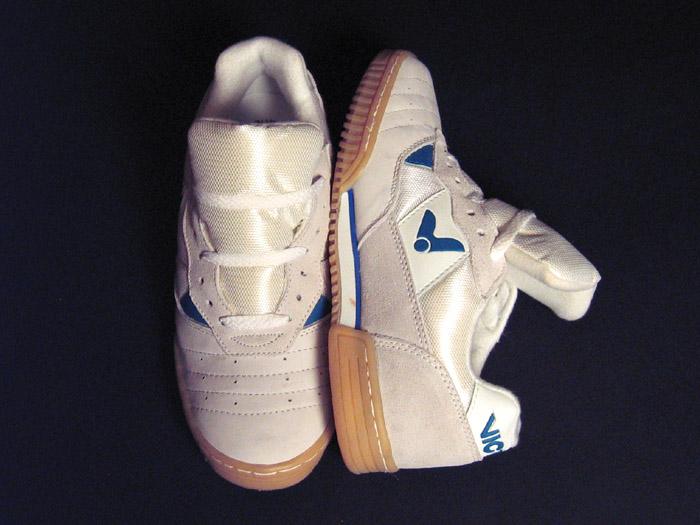 Кроссовки для бадминтона, сквоша и тенниса